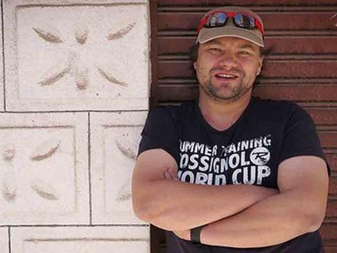 Policías golpean salvajemente a periodista polaco en Venezuela