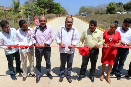 Inaugura Astudillo calle en Juchitán