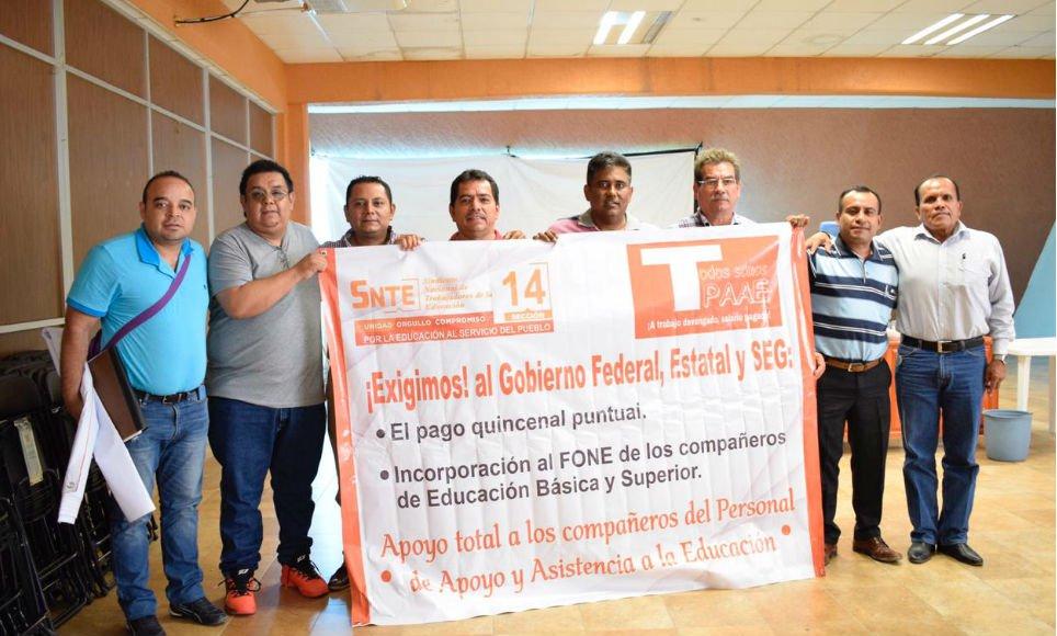 Se plantan maestros del SNTE en oficinas de la SEG de Zihuatanejo