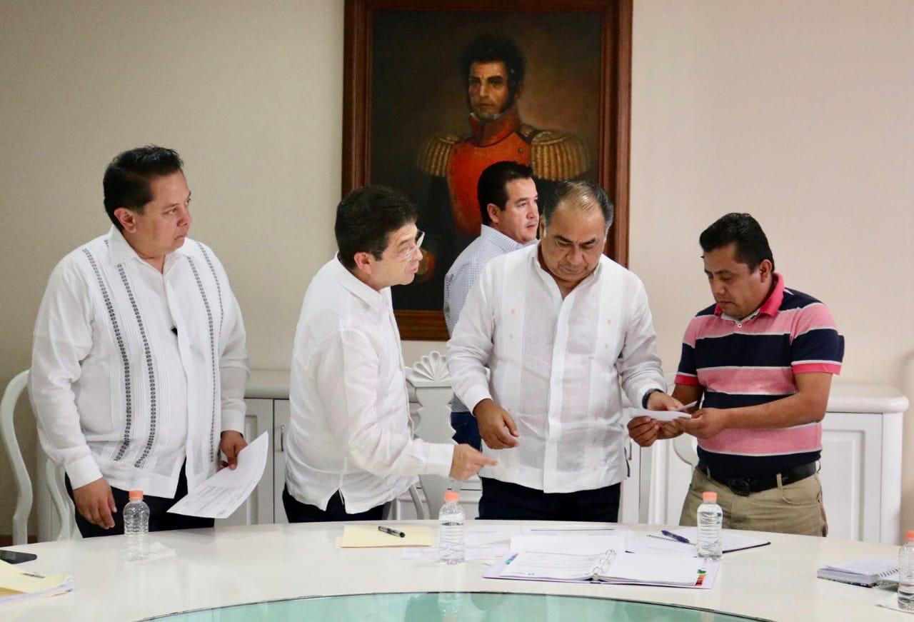 Astudillo Flores sostuvo un encuentro con el frente popular de la Montaña
