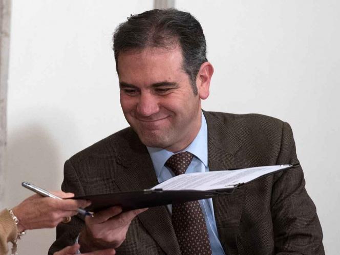 Lorenzo Córdova solicita amparo para evitar reducción a su salario