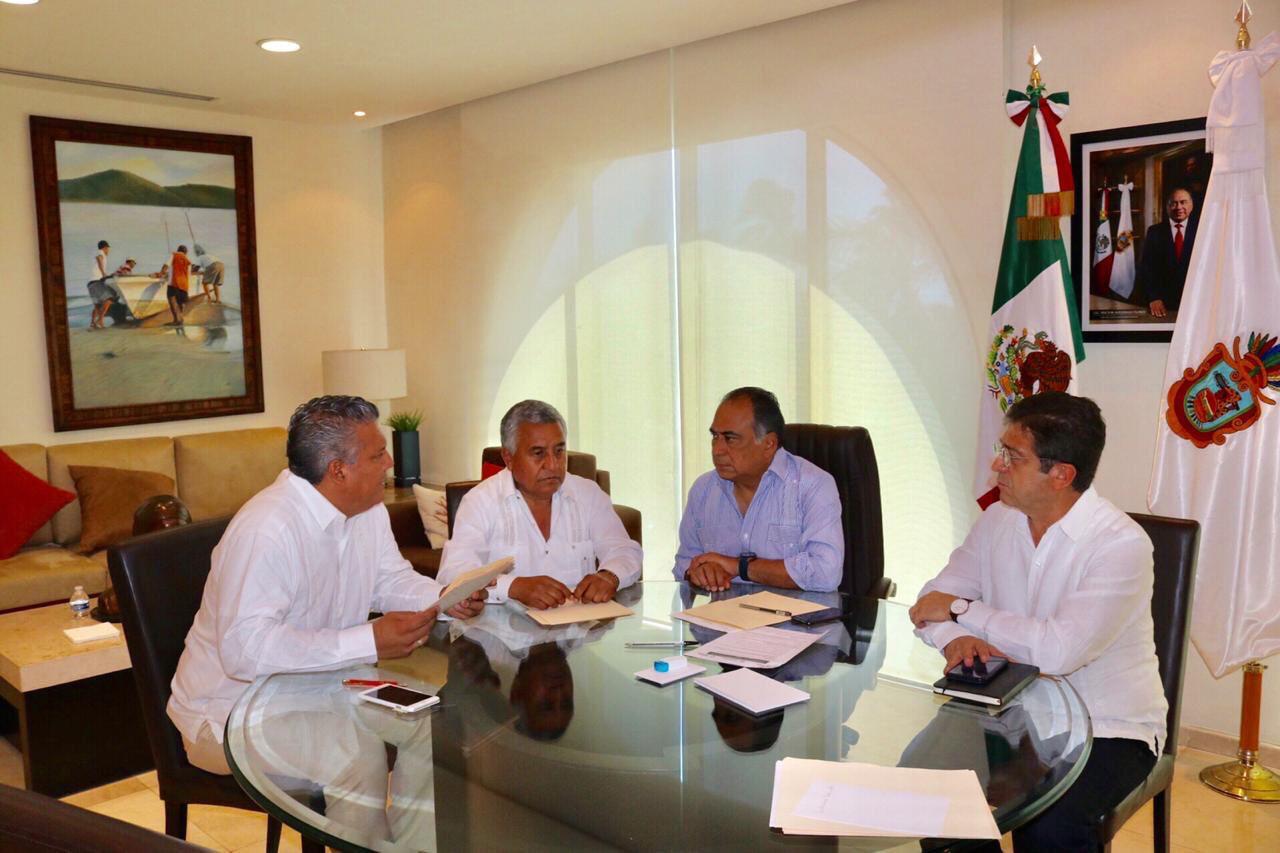 Dirigentes del SNTE reconocen al gobernador Astudillo su apoyo para pagar salario a más de 6 mil maestros no adheridos al FONE