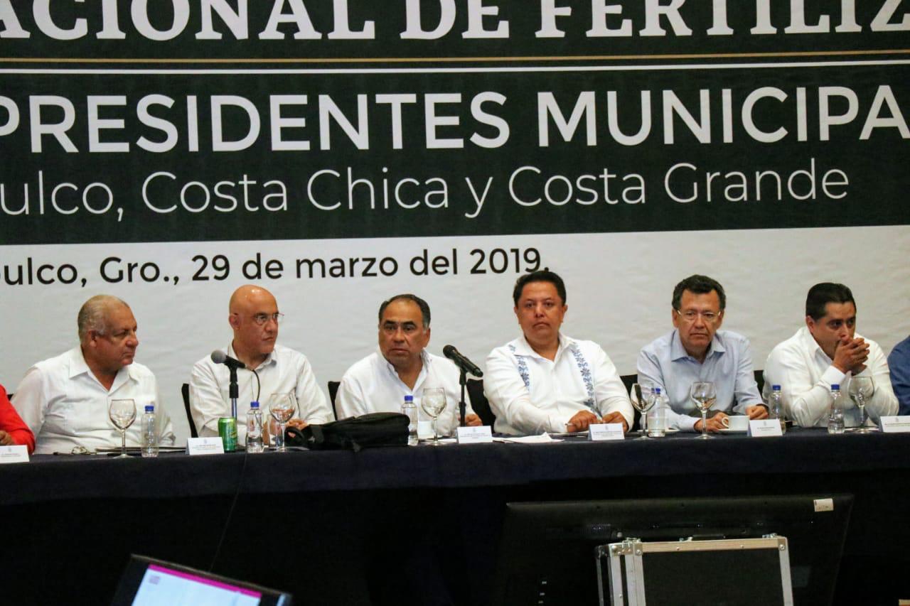 Astudillo Flores se reunió, con alcaldes de las regiones de Acapulco, Costa Chica y Costa Grande