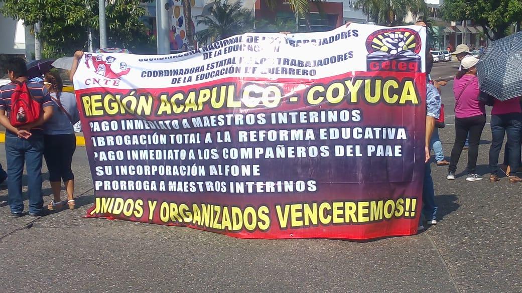 CETEG bloquea la Costera de Acapulco