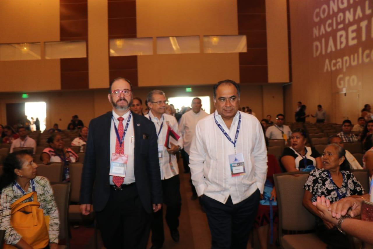 Gobernador Astudillo da la bienvenida  a los asistentes del 31 Congreso Nacional en Acapulco.