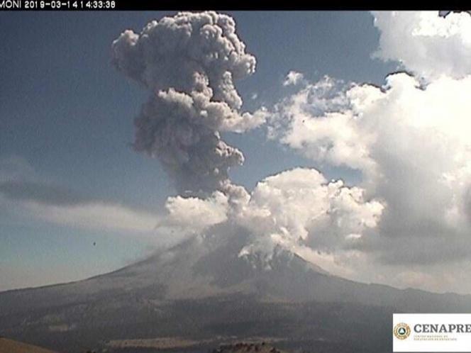 Captan nueva explosión del Popocatépetl, columna alcanza los 5 km