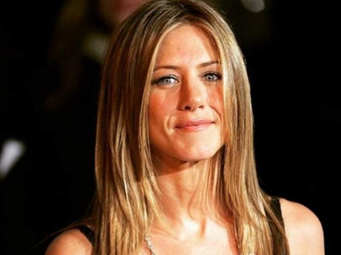 Jennifer Aniston sorprende en sexy vestido de latex a sus 50 años