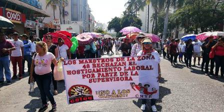 Caos deja bloqueo de la costera Miguel Alemán en Acapulco