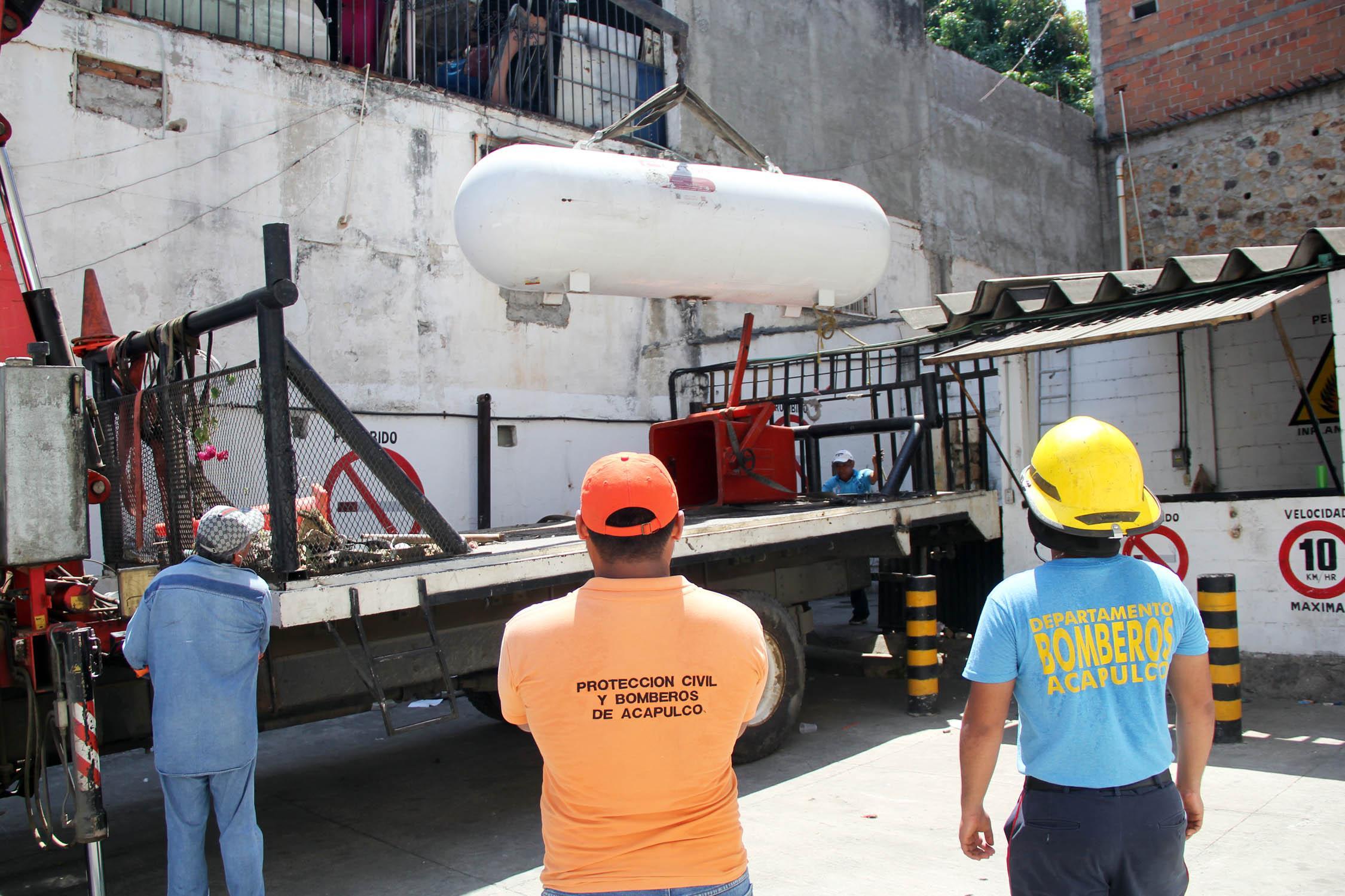 Desmantelan carburadora de gas sobre la Calzada pie de la Cuesta