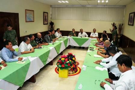 Revisa gobernador operativo de seguridad para la gira de López Obrador en Acapulco