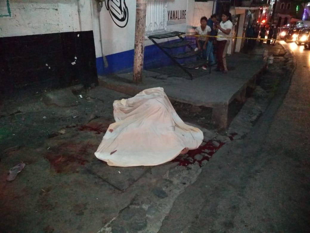 Ataque armado afuera de un bar en Taxco deja dos muertos y una herida