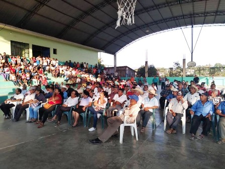 Pobladores retienen al alcalde y otros ediles de San Luis Acatlán