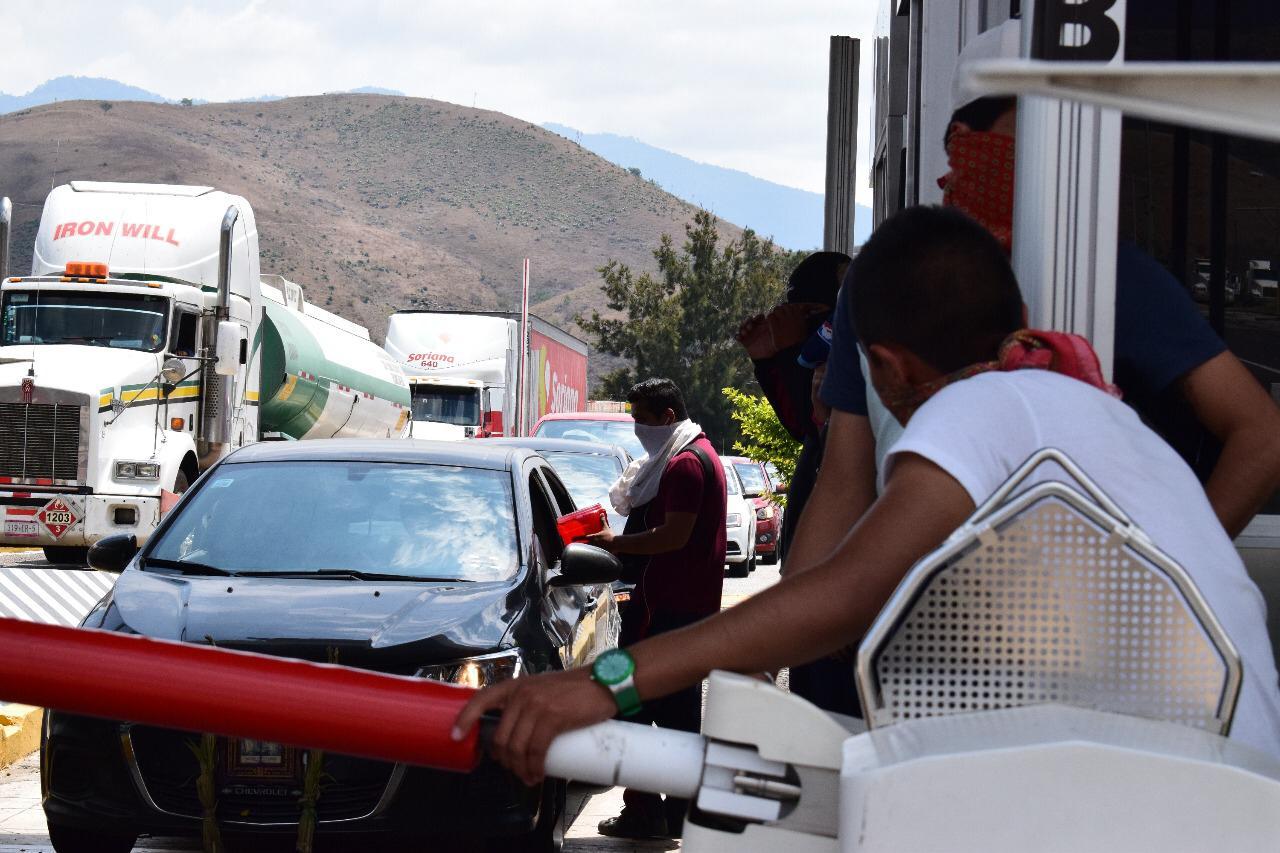 Normalistas de la ESEF se llevan casi 1 mdp en toma de caseta de la Autopista del Sol