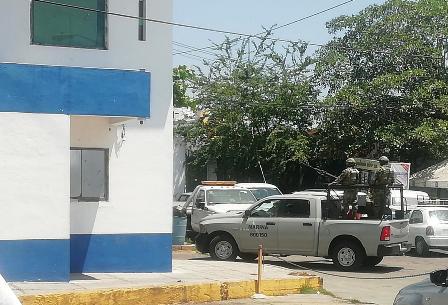 Resguardan 40 Marinos en 5 vehículos artillados al nuevo Secretario de Seguridad de Acapulco