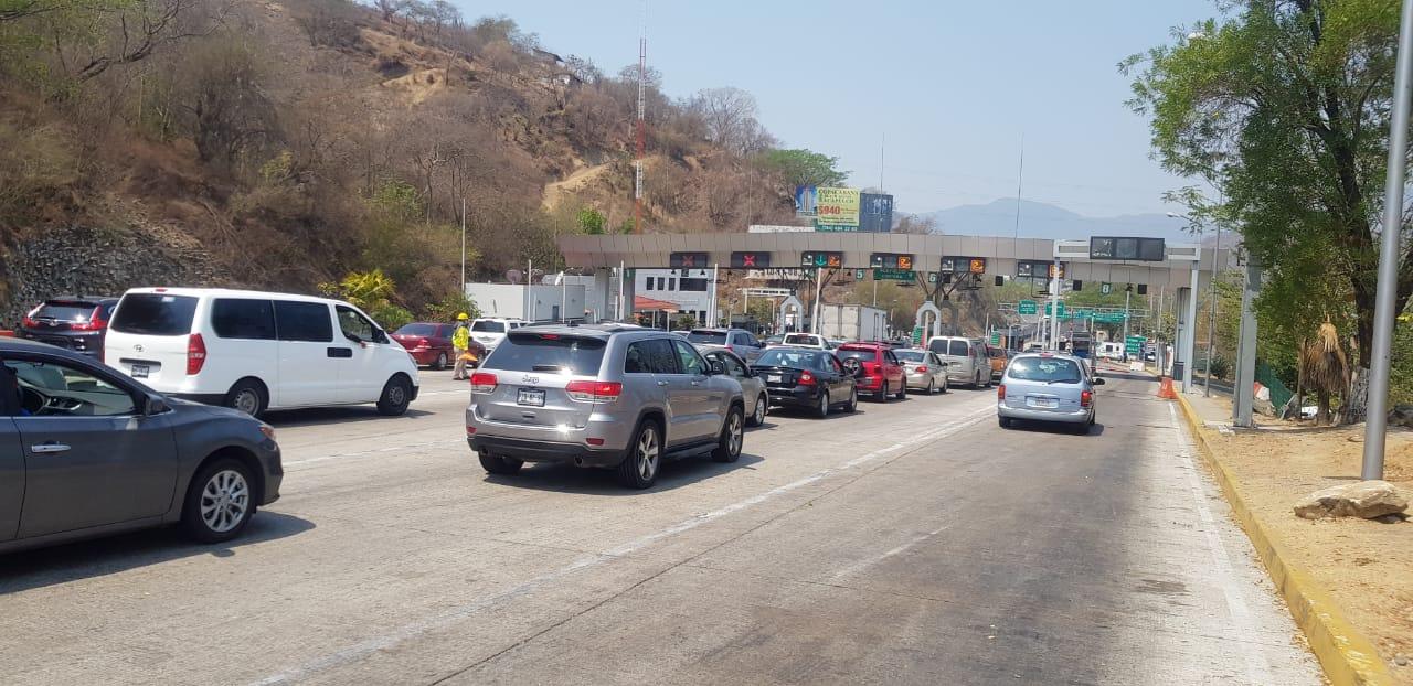 Entran a Acapulco por la Autopista del Sol, 50 vehículos por minuto