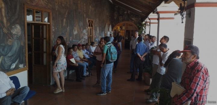 Protestan representantes del transporte público de Taxco; exigen informe sobre el cierre del centro histórico