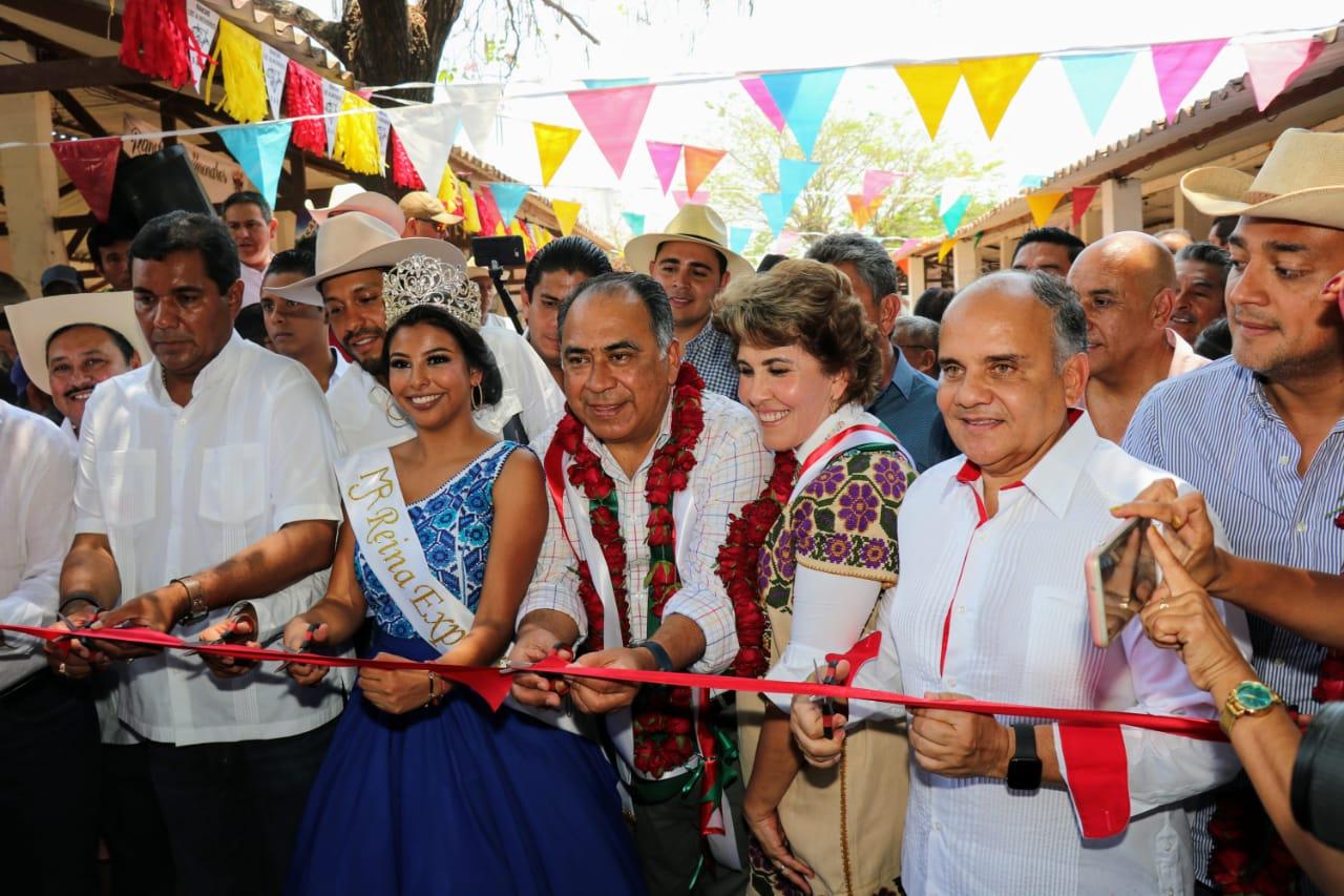 Realiza el Gobernador gira por la Costa Chica; Entrega apoyos sociales, agrícolas y obras
