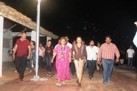 Pese a coche bomba, ejecuciones y balaceras a bares, el ayuntamiento sostiene que hay tranquilidad y paz en Acapulco
