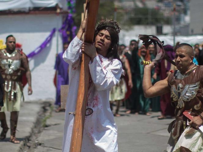 Abejas africanas atacan a fieles durante Viacrucis; reportan varios heridos