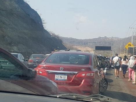 Reportan mega asalto en la Autopista del Sol