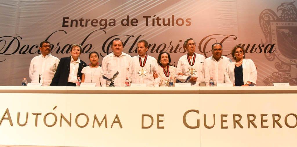 Asiste Adela Román a la entrega de títulos Honoris Causa de la Uagro