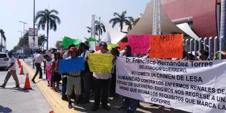 Hubo protestas contra AMLO durante el Tianguis Turístico