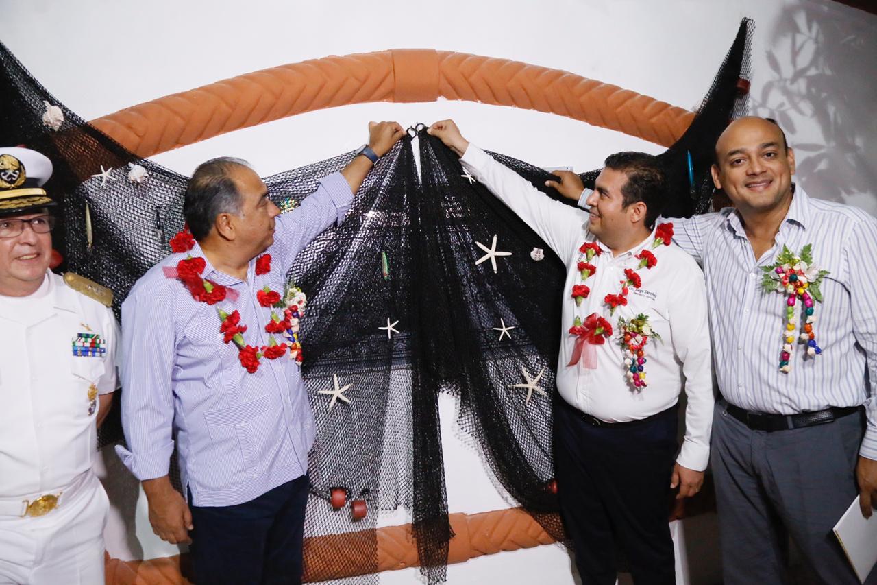Inaugura el Gobernador el Paseo del Pescador en Zihuatanejo; es una gran obra y le da mucha prestancia