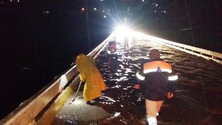 Tromba en Tlapa provoca inundaciones