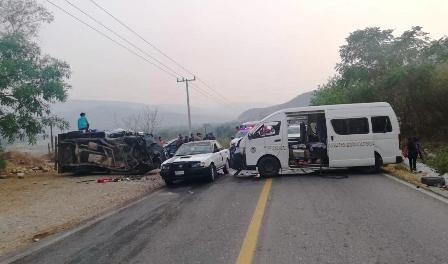 Siete heridos deja fuerte choque en Tlapa de Comonfort