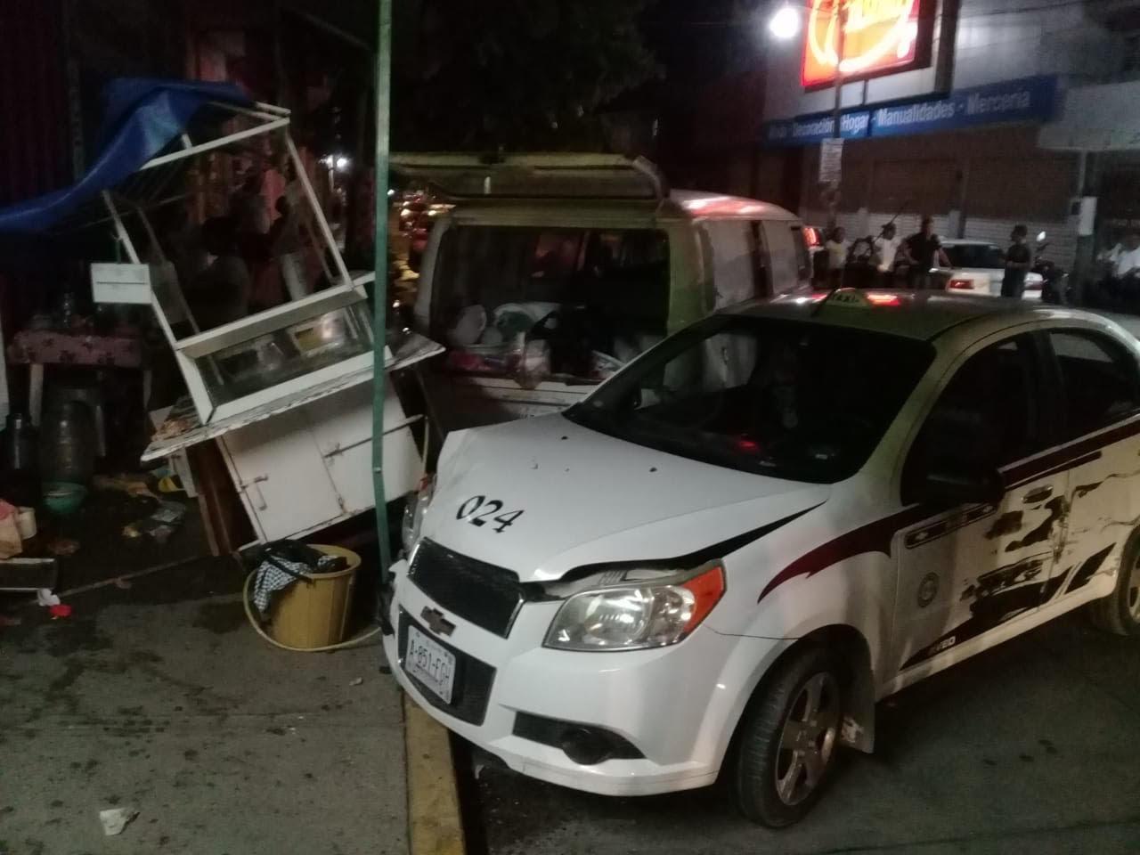 Dos lesionados y daños materiales por más de 100 mil pesos, tras choque en Atoyac
