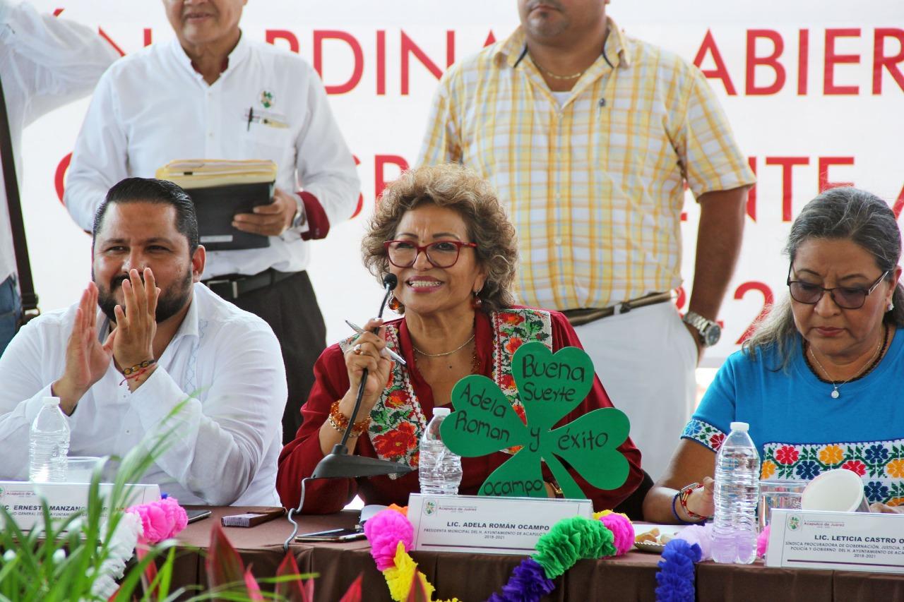 Reconocen pobladores de la zona poniente el trabajo de Adela Román