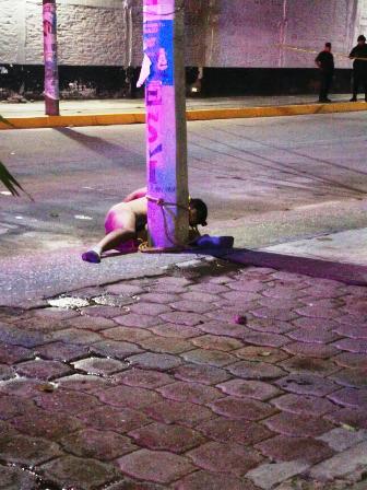 Dejan en Iguala a un hombre torturado, desnudo y atado a un poste