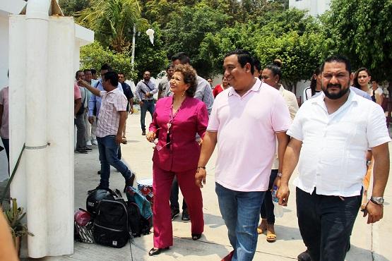 (Video) Supervisa Adela Román rehabilitación de ex lavaderos de Manzanillo