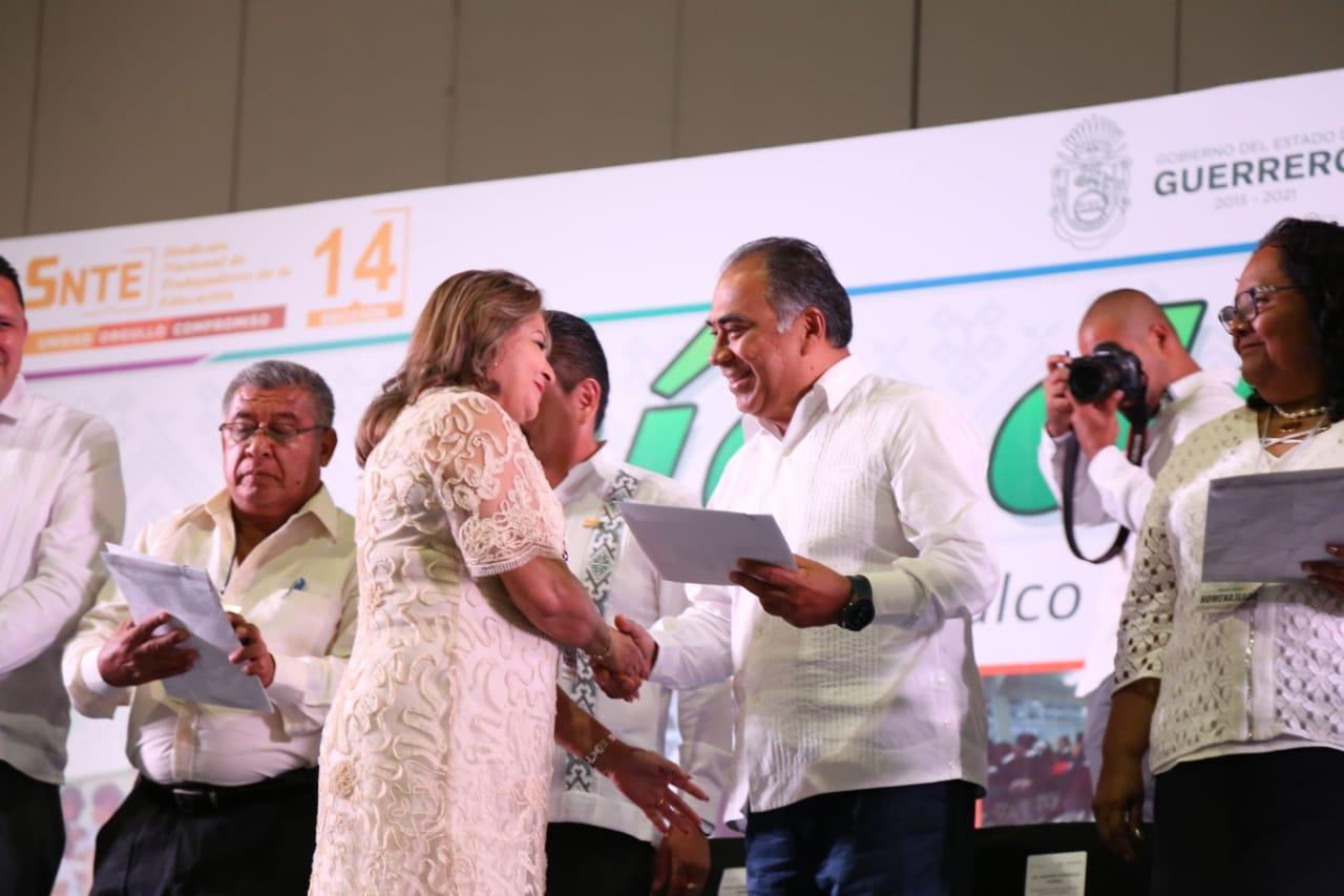 Guerrero necesita del compromiso social de las maestras y  maestros.