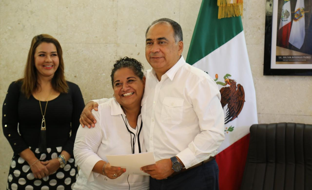 Entrega Gobernador Astudillo pólizas de seguro de vida a 195 periodistas del FAP en Acapulco