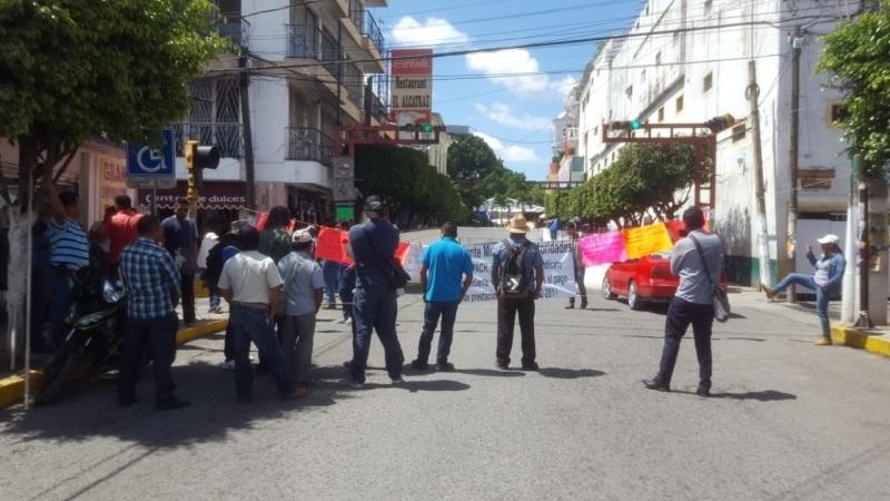 Protestan trabajadores de Capach por la falta de pago de sus quincenas