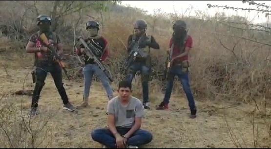 Hijo de ex dirigente del PRI-Guerrero aparece en narco video; dice ser traficante de armas