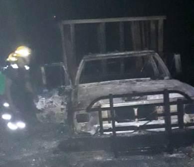 Incendio en Zihuatanejo calcina dos casas y un vehículo