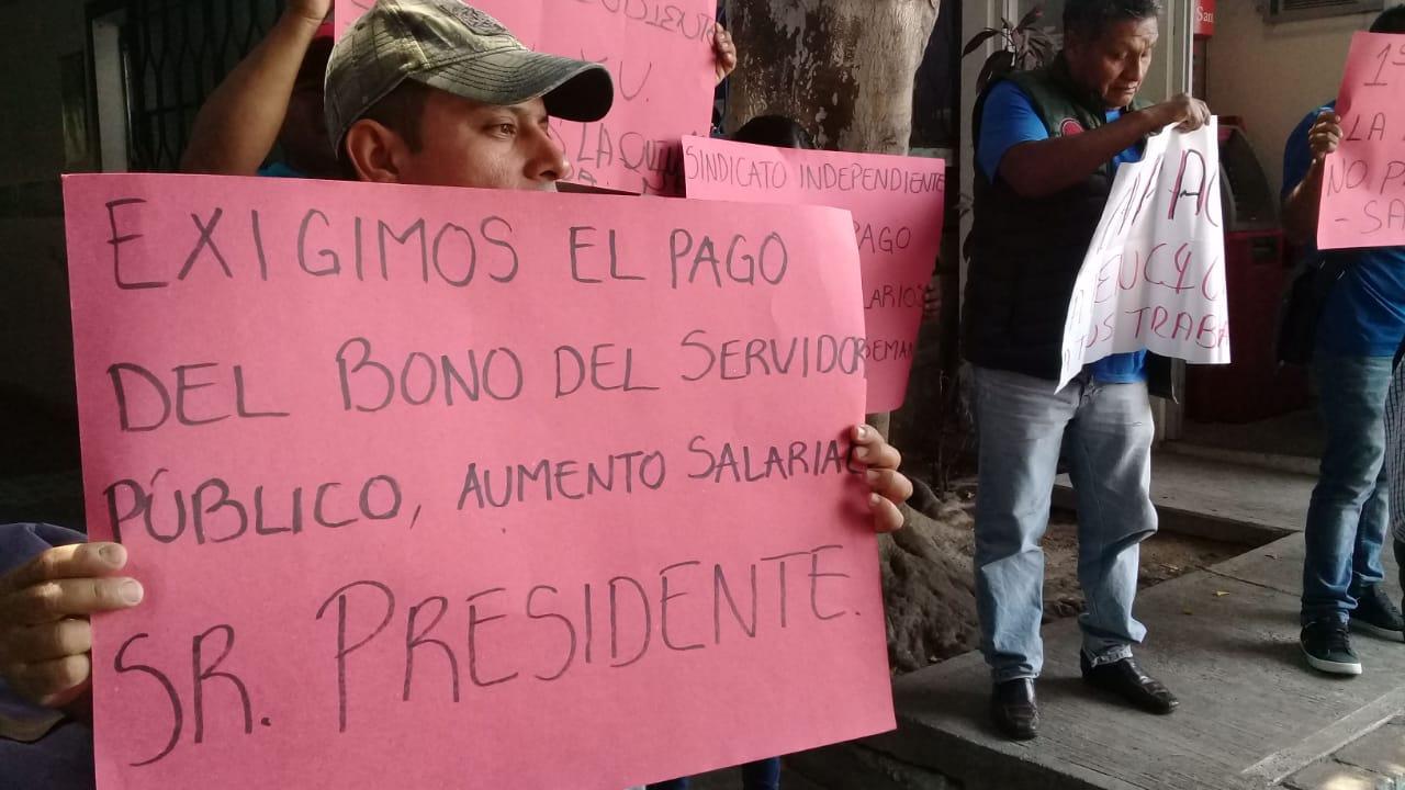 Trabajadores de CAPACH protestan en Día del Trabajo, para exigie el pago de su quincena