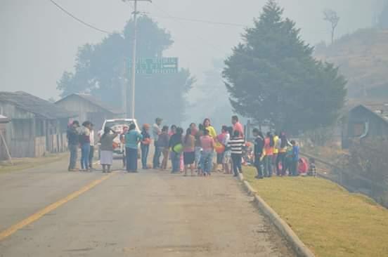 Pobladores de la Sierra llevan 21 días combatiendo un incendio; el gobierno no aparece