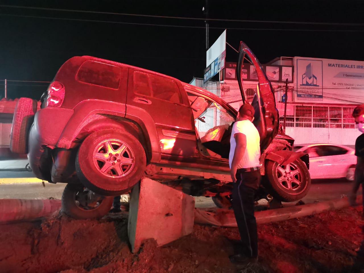 Accidente deja tres heridos, en Zihuatanejo