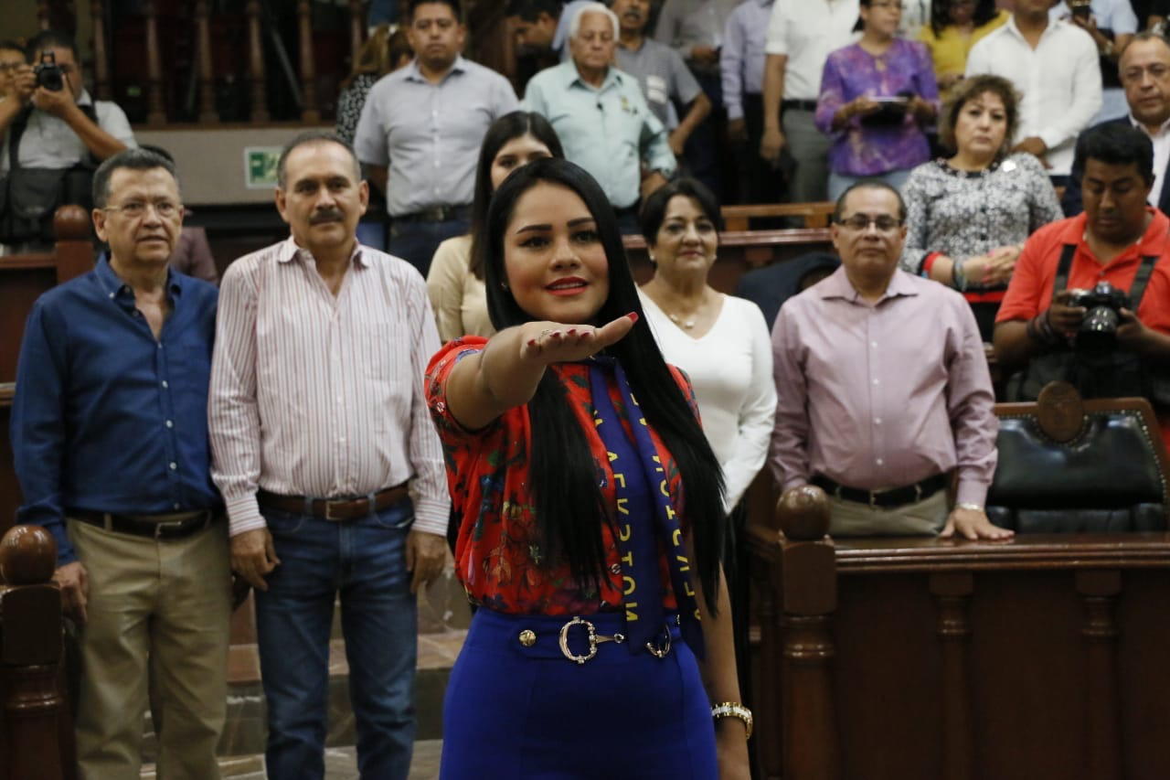 Rinde protesta la suplente de la diputada Saida Reyes