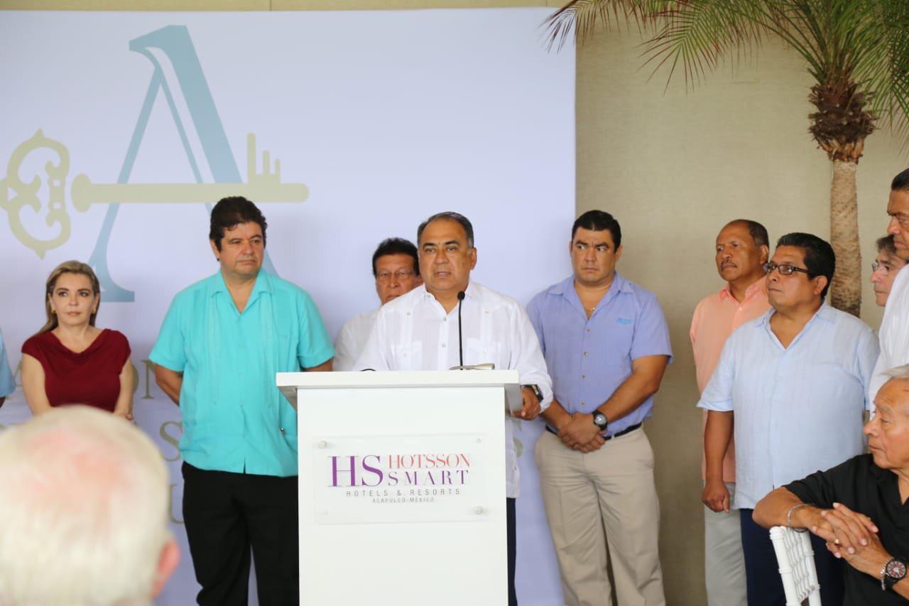 Astudillo Flores sostuvo encuentro con integrantes de AHETA; los convoca a seguir trabajando a favor del sector turístico.