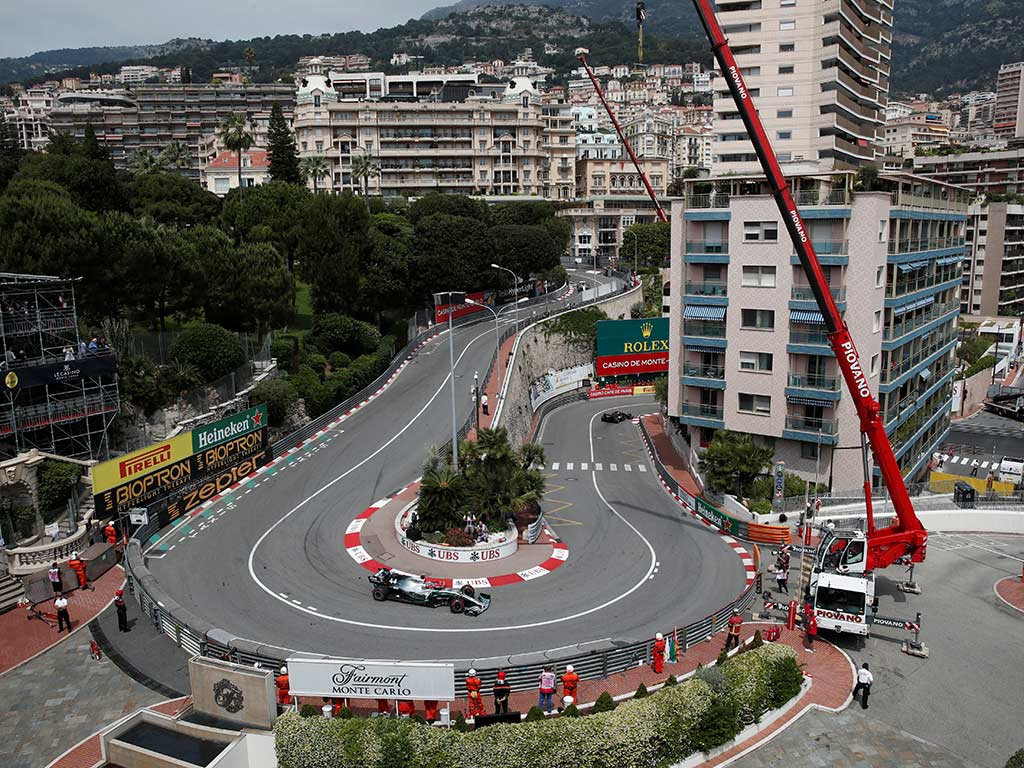 Hamilton gana la 'pole' con récord de pista
