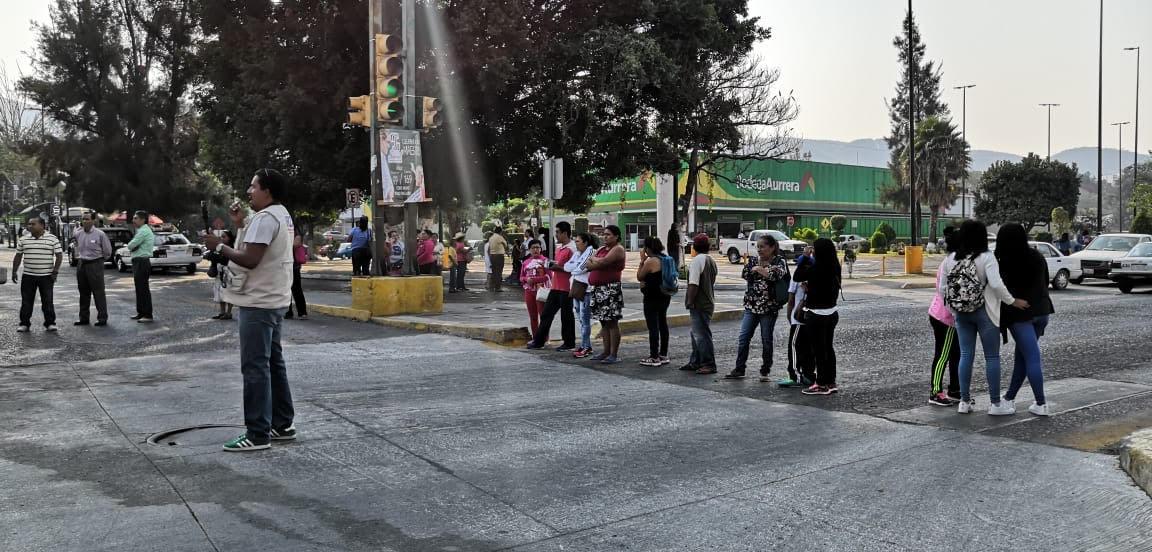 Padres de familia de Escuela Primaria bloquean avenidas en Chilpancingo; piden nombramiento de director