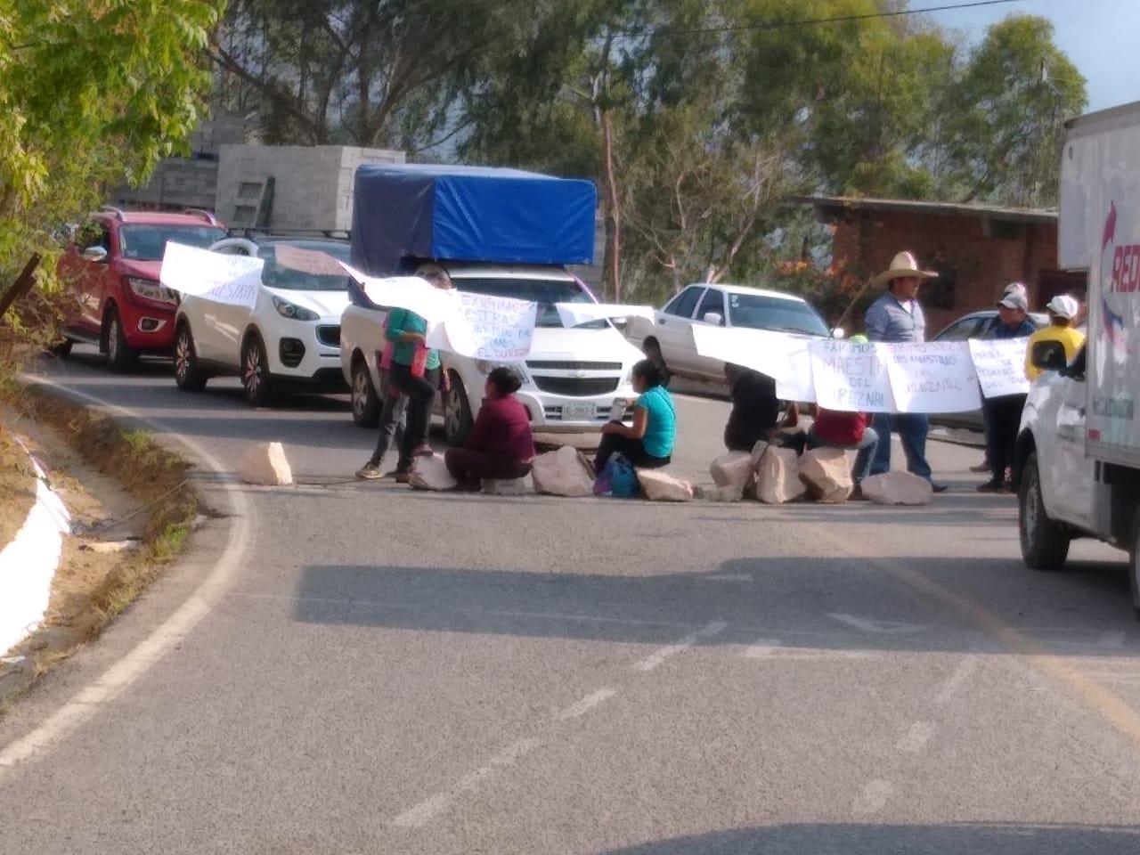 Bloquean durante más de cuatro horas la carretera Atlixtac-Tlapa