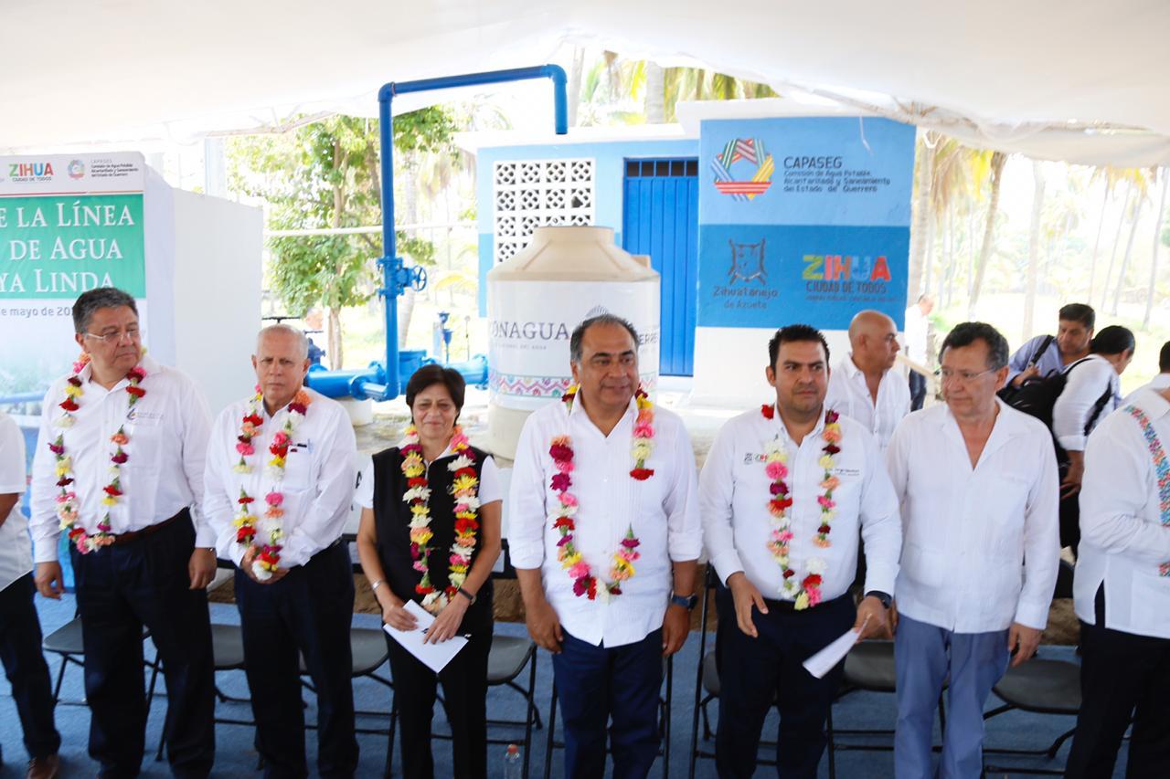 Héctor Astudillo suma tres comunidades de Zihuatanejo a la red de agua potable