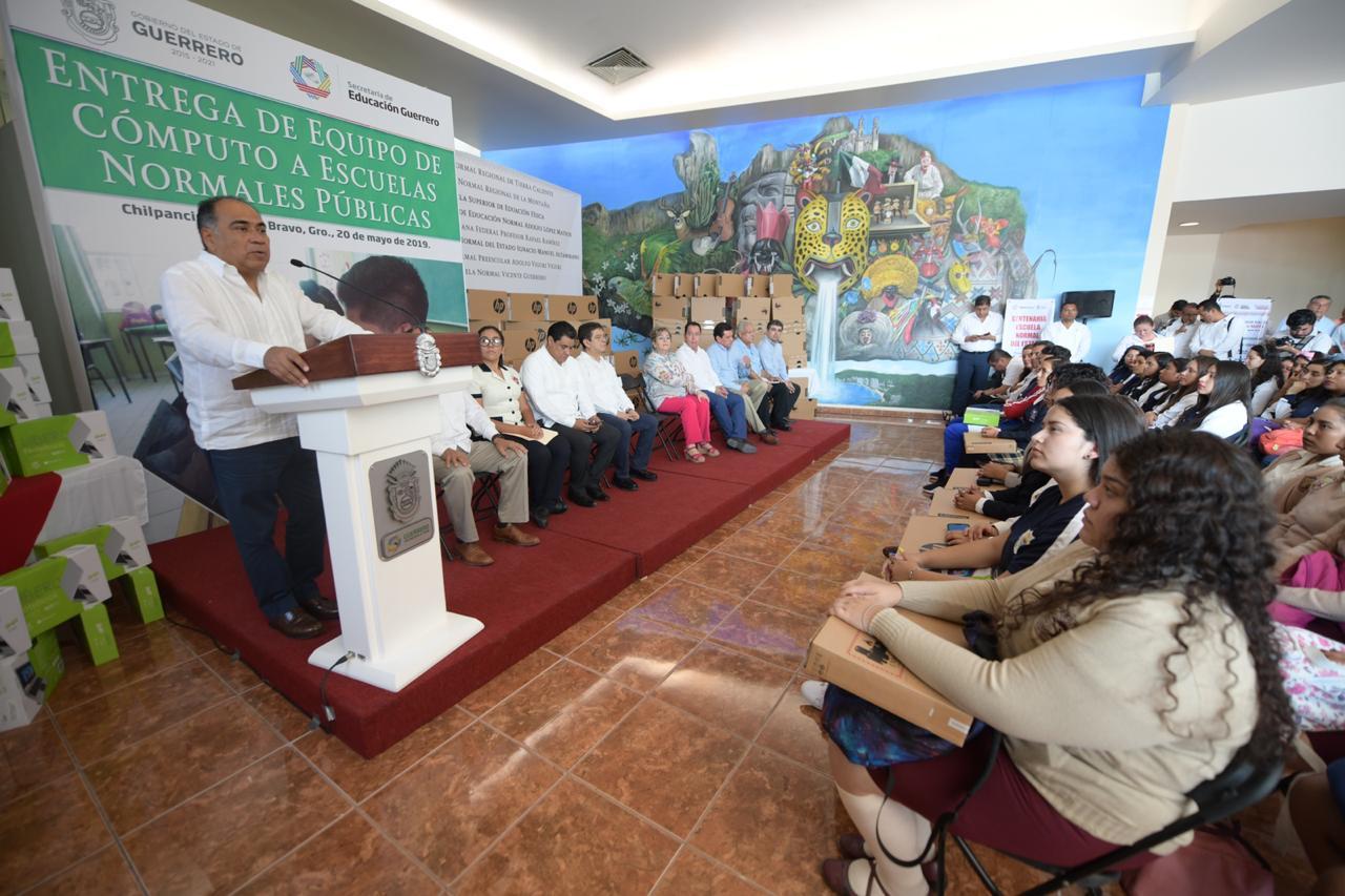 Se pronuncia Héctor Astudillo por transparentar la entrega de plazas a docentes