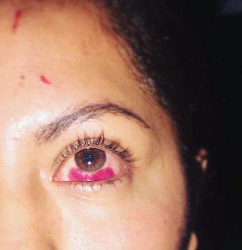 Maestras golpean a mujer durante festejo organizado por el Ayuntamiento de Tlapa
