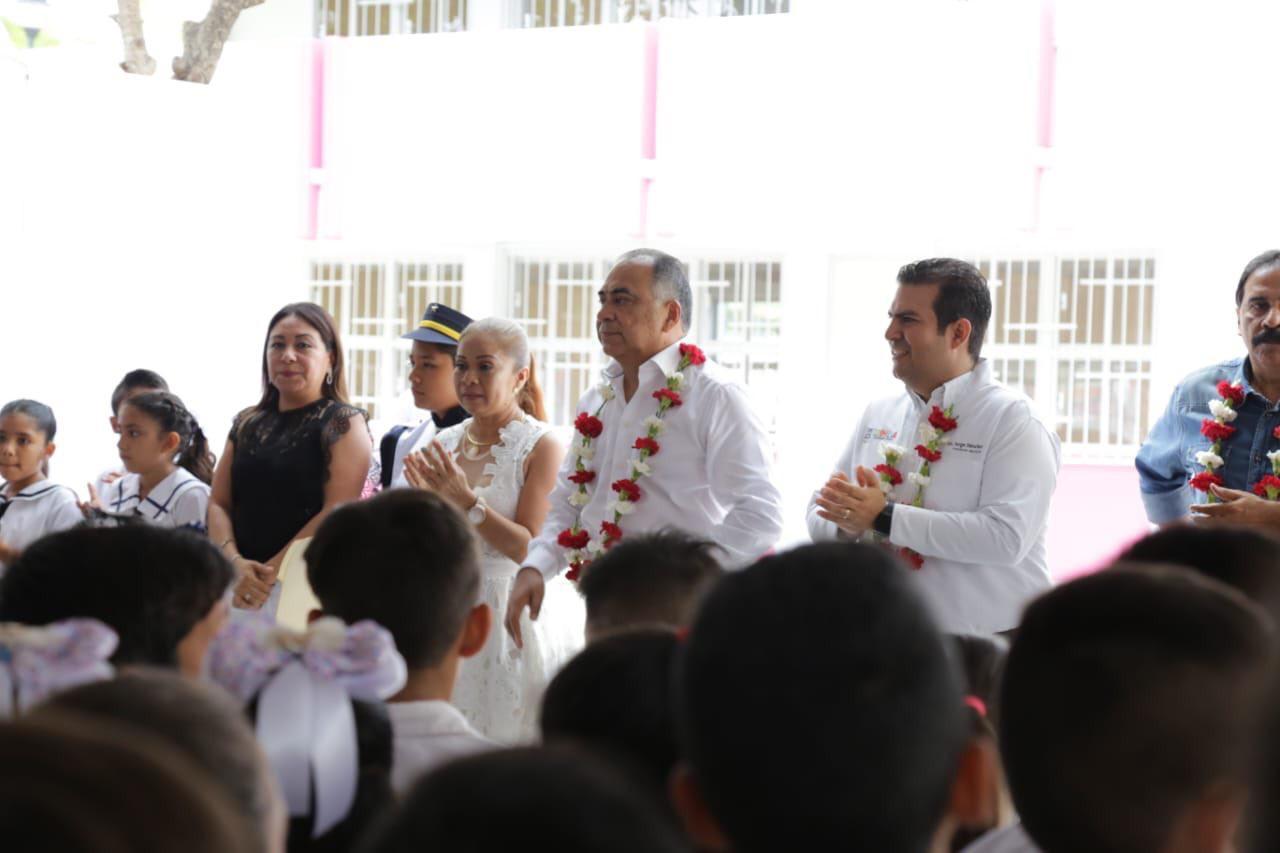 Gobierno de Guerrero a través del IGIFE reconstruye la infraestructura educativa de manera histórica.